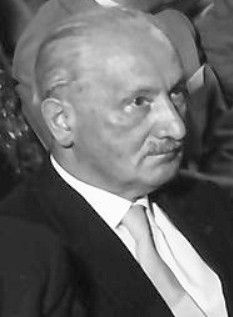 Martin Heidegger - By Willy Pragher (Landesarchiv Baden-Württenberg) [CC BY-SA 3.0 (http://creativecommons.org/licenses/by-sa/3.0)], via Wikimedia Commons