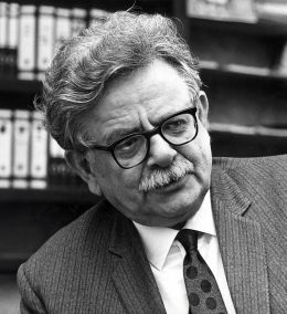Dr. Elias Canetti - See page for author [CC BY-SA 3.0 nl (http://creativecommons.org/licenses/by-sa/3.0/nl/deed.en)], via Wikimedia Commons