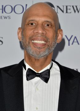 Kareem Abdul-Jabbar - By Yahoo from Sunnyvale, California, USA [CC BY 2.0 (http://creativecommons.org/licenses/by/2.0)], via Wikimedia Commons