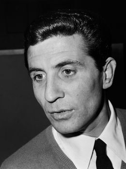 Gilbert Bécaud - By Joost Evers / Anefo (Nationaal Archief) [CC BY-SA 3.0 nl (http://creativecommons.org/licenses/by-sa/3.0/nl/deed.en)], via Wikimedia Commons