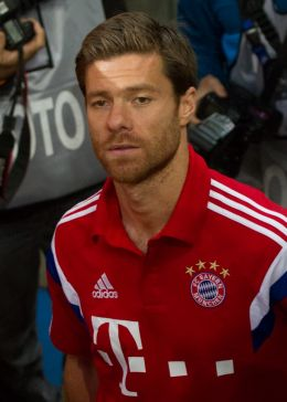 Xabi Alonso - By Uwe Bassenhoff (Flickr: S04 - FCB (12 von 133)) [CC BY-SA 2.0 (http://creativecommons.org/licenses/by-sa/2.0)], via Wikimedia Commons