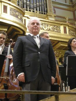 Daniel Barenboim - Alkan at English Wikipedia [CC BY 3.0 (http://creativecommons.org/licenses/by/3.0)], via Wikimedia Commons