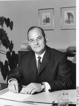 Rainer Barzel - Bundesarchiv, Bild 175-Z02-00786 / CC-BY-SA 3.0 [CC BY-SA 3.0 de (http://creativecommons.org/licenses/by-sa/3.0/de/deed.en)], via Wikimedia Commons